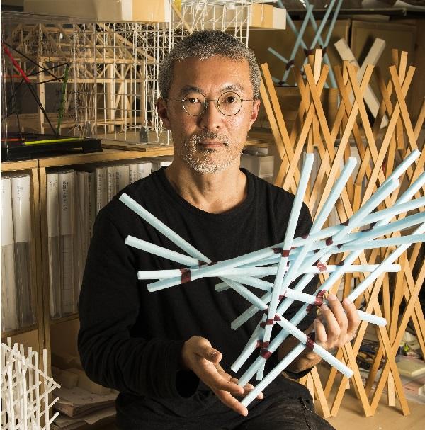 """素材と力学・幾何学を駆使し、研究と実験を繰り返す。<br />構造形態を多様化させながら、環境制御の""""フィルター""""を形成する"""